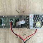 Aufsetzen der montierten Grundplatte1 (Kabeldurchführungen beachten)