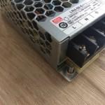 MeanWell LRS-50-5 - Schraube vorne