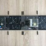 Abstandsbolzen bereitlegen - die beiden LED Panel ausrichten