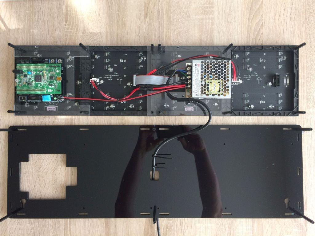 Kabelbinder zur Zugentlastung montieren